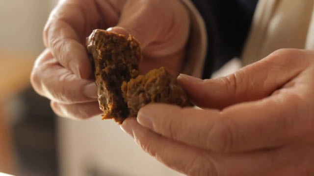 English Gingerbread (Time 0_03_07;05)